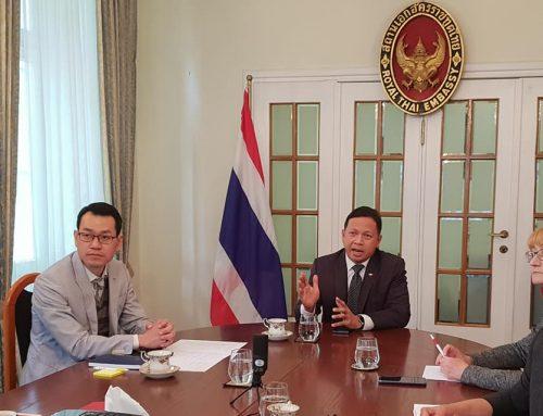 J.E. Chettaphan Maksamphan, Ambasador Tajlandii w Polsce, był gospodarzem spotkania online z przedstawicielami 20 salonów spa i masażu, które biorą udział w kampanii Ambasady Experience Thailand.